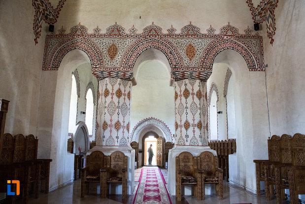 coloane-din-manastirea-stelea-din-targoviste-judetul-dambovita.jpg