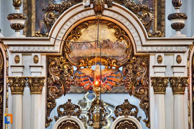 coloane-si-arc-catedrala-greco-catolica-schimbarea-la-fata-din-cluj-napoca-judetul-cluj.jpg