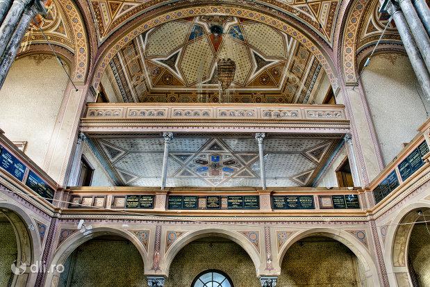 coloane-si-bolta-sinagoga-bd-independentei-din-oradea.jpg