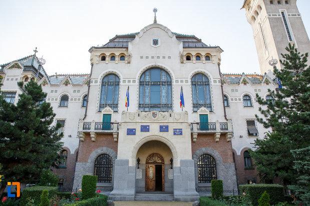 coloane-si-ferestre-de-la-palatul-culturii-filarmonica-biblioteca-si-muzeul-de-arta-din-targu-mures-judetul-mures.jpg