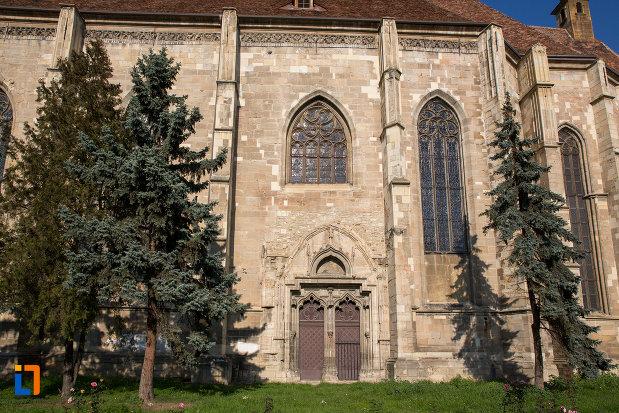 coloane-si-usa-de-la-biserica-sfantul-mihail-din-cluj-napoca-judetul-cluj.jpg