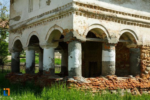 coloanele-de-la-biserica-sf-ioan-botezatorul-1793-din-ocnele-mari-judetul-valcea.jpg