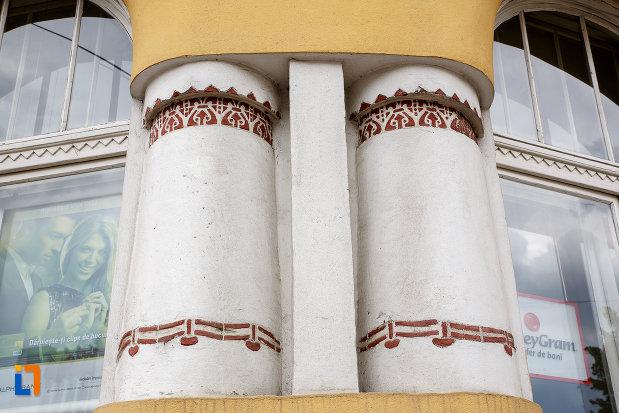 coloanele-de-la-fosta-banca-albina-azi-cladire-de-birouri-din-targu-mures-judetul-mures.jpg