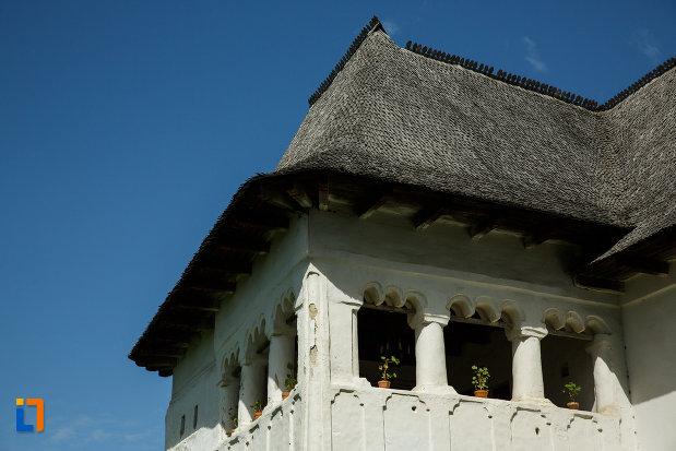 coloanele-de-la-terasa-ansamblul-culei-greceanu-din-maldarasti-judetul-valcea.jpg