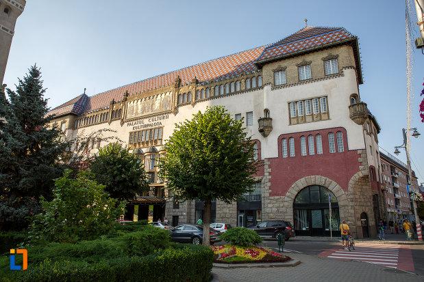 coltul-de-la-palatul-culturii-filarmonica-biblioteca-si-muzeul-de-arta-din-targu-mures-judetul-mures.jpg