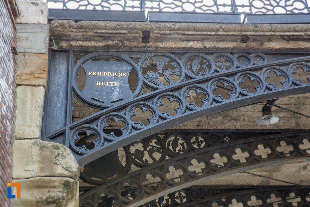 compania-care-a-fabricat-podul-metalic-podul-minciunilor-1859-din-sibiu-judetul-sibiu.jpg