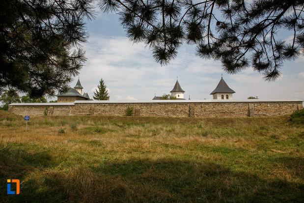 complexul-medieval-zamca-din-suceava-judetul-suceava.jpg