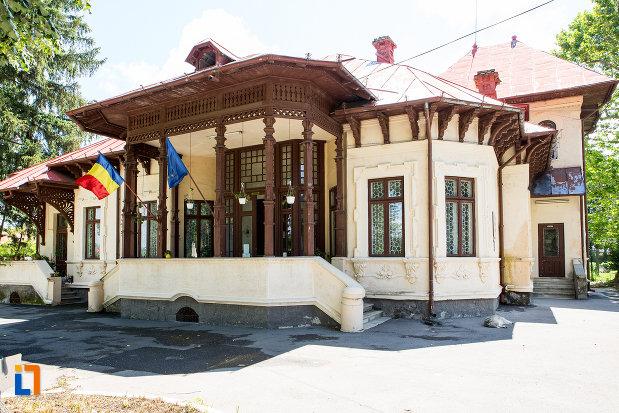 complexul-national-muzeal-curtea-domneasca-din-targoviste-judetul-dambovita.jpg
