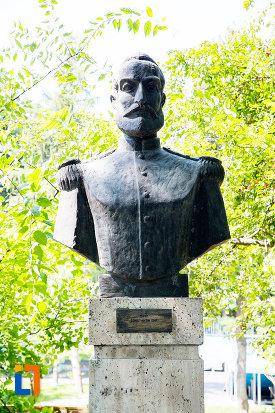 constantin-ene-aleea-eroilor-1877-1878-23-de-busturi-si-o-placa-comemorativa-din-giurgiu.jpg