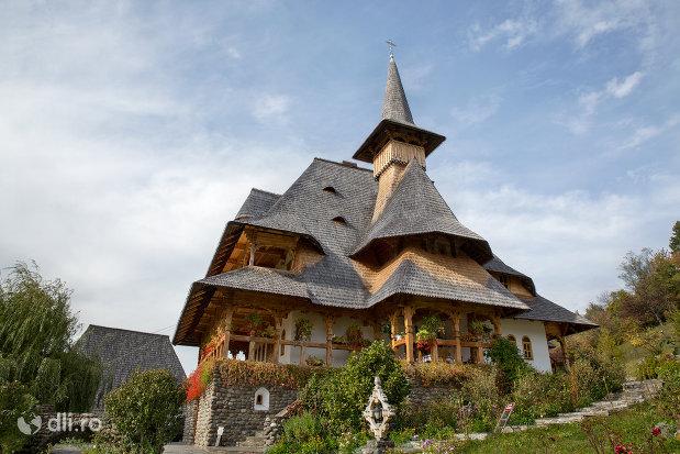 constructie-din-lemn-manastirea-barsana-judetul-maramures.jpg