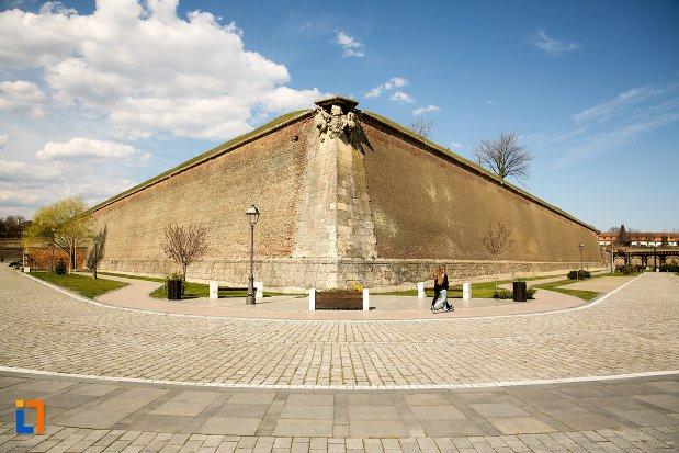 constructie-fortificata-cetatea-alba-carolina-din-alba-iulia-judetul-alba.jpg