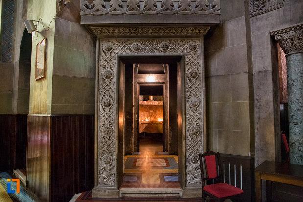 coridor-din-catedrala-ortodoxa-a-vadului-feleacului-si-clujului-din-cluj-napoca-judetul-cluj.jpg