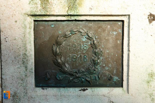 coroana-de-lauri-monumentul-eroilor-1916-1918-din-odobesti.jpg