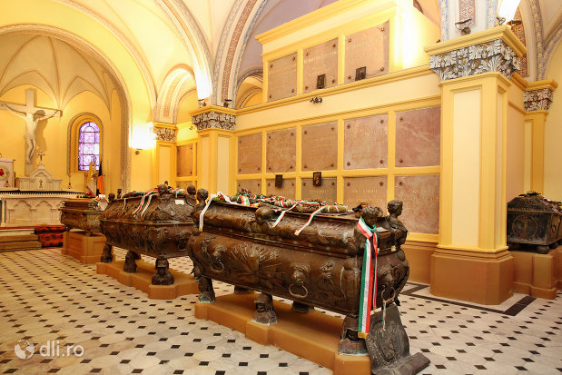cripta-familiei-karolyi-de-la-manastirea-franciscana-sf-anton-din-capleni-judetul-satu-mare-2.jpg