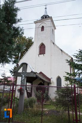 cruce-amplasata-langa-biserica-sf-anton-de-padova-din-zarnesti-judetul-brasov.jpg