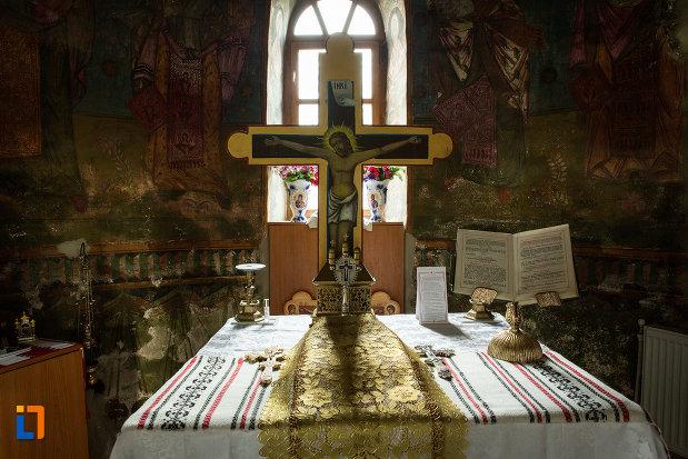 cruce-cu-iisus-biserica-adormirea-maicii-domnului-din-draganesti-olt-judetul-olt.jpg