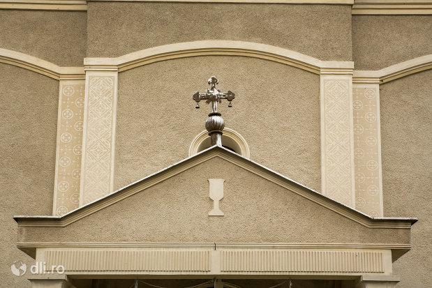 cruce-de-la-biserica-ortodoxa-sf-apostoli-petru-si-pavel-din-cicarlau-judetul-maramures.jpg