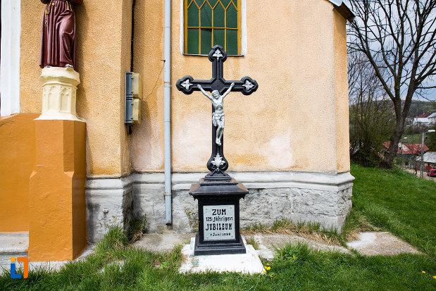 cruce-de-la-biserica-romano-catolica-din-steierdorf-judetul-caras-severin.jpg