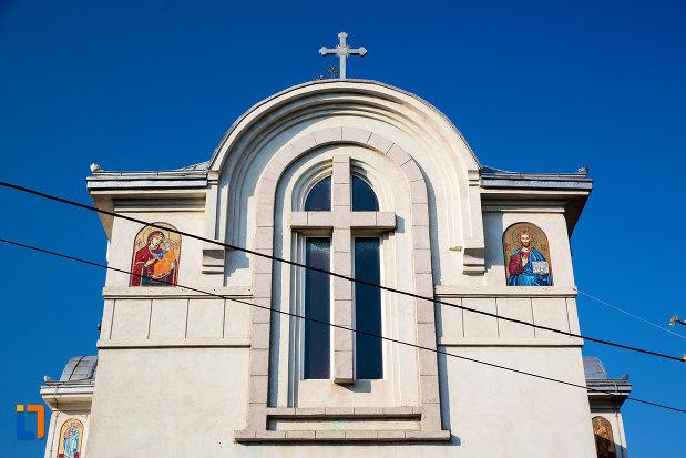 cruce-de-pe-biserica-sf-paraschiva-din-navodari-judetul-constanta.jpg