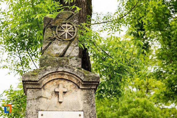 cruce-de-pe-monumentul-locotenentului-gogu-bechererescu-din-bailesti-judetul-dolj.jpg