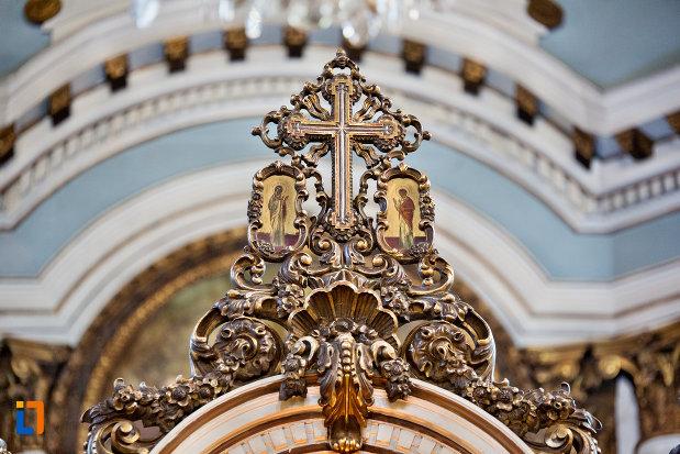 cruce-decorata-catedrala-greco-catolica-schimbarea-la-fata-din-cluj-napoca-judetul-cluj.jpg