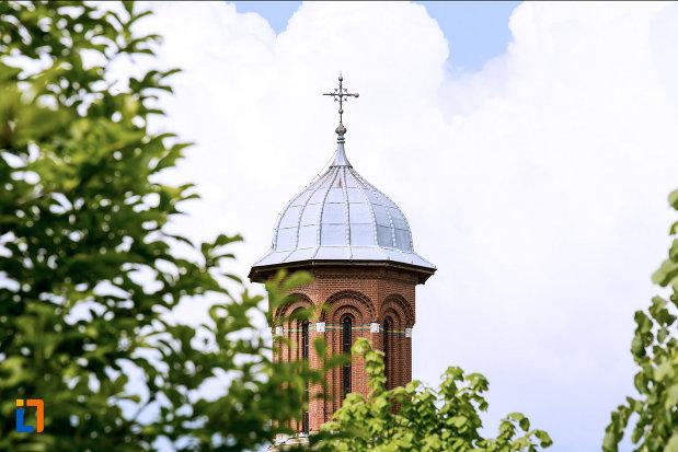 cruce-din-ansamblul-bisericii-sf-treime-din-craiova-judetul-dolj.jpg