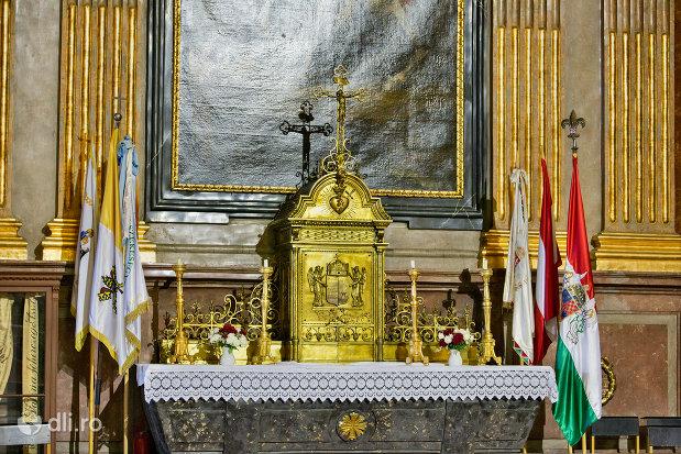cruce-din-bazilica-romano-catolica-din-oradea-judetul-bihor-2.jpg