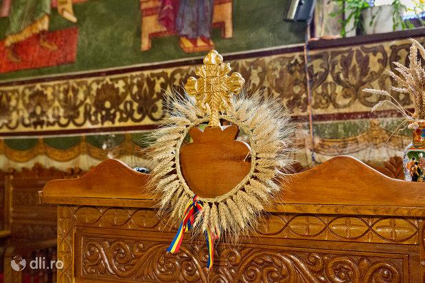 cruce-din-biserica-ortodoxa-sf-treime-din-oradea-judetul-bihor.jpg