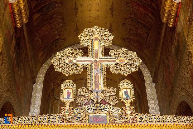 cruce-din-catedrala-mitropolitana-sf-dimitrie-din-craiova-judetul-dolj.jpg