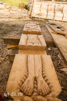 cruce-din-lemn-de-la-muzeul-barsanart-din-barsana-judetul-maramures.jpg