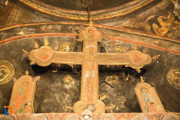 cruce-din-manastirea-strehaia-judetul-mehedinti.jpg