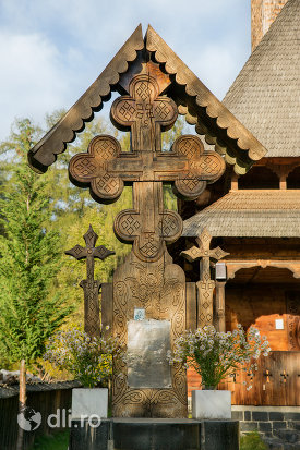 cruce-sculptata-de-la-biserica-de-lemn-din-ocna-sugatag-judetul-maramures.jpg