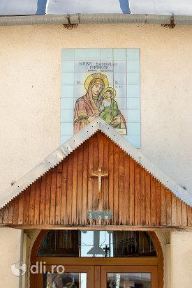 cruce-si-icoana-de-la-intrarea-in-manastirea-portarita-din-prilog-judetul-satu-mare.jpg