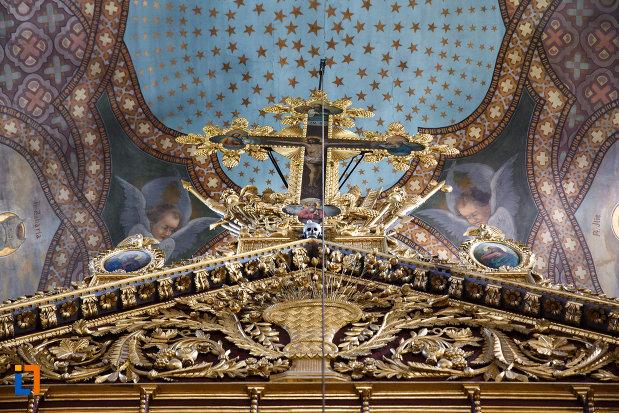 crucea-de-pe-altarul-din-biserica-sf-gheorghe-din-tulcea-judetul-tulcea.jpg