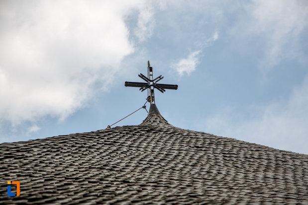 crucea-de-pe-biserica-de-lemn-cuvioasa-paraschiva-1782-din-videle-judetul-teleorman.jpg