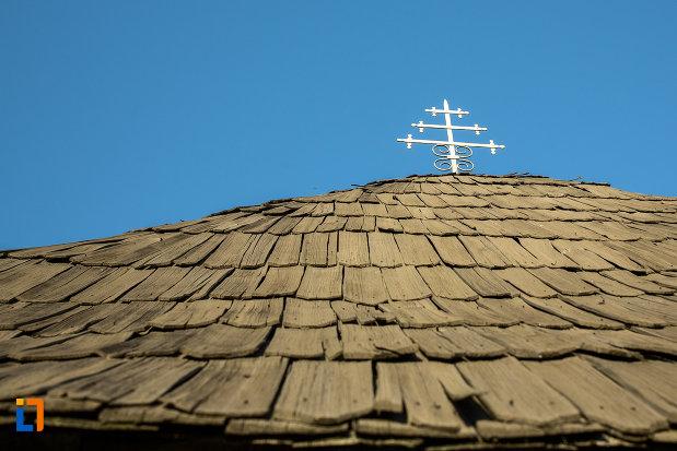 crucea-de-pe-biserica-de-lemn-sf-ioan-botezatoru-din-rovinari-judetul-gorj.jpg