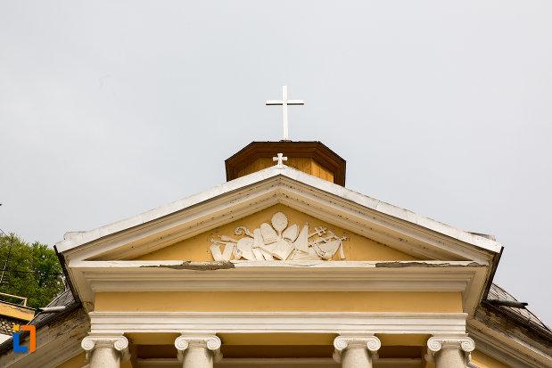 crucea-de-pe-biserica-romano-catolica-din-baile-herculane-judetul-caras-severin.jpg