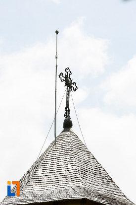crucea-de-pe-biserica-sf-vineri-din-targoviste-judetul-dambovita.jpg
