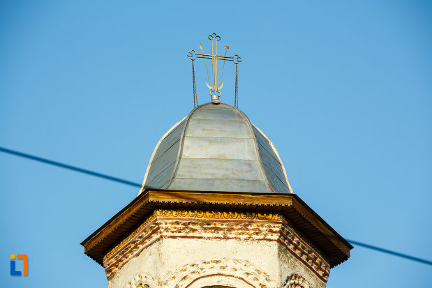 crucea-de-pe-biserica-veche-intrarea-in-biserica-din-horezu-judetul-valcea.jpg
