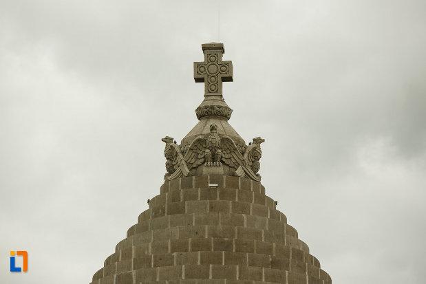 crucea-de-pe-mausoleul-eroilor-din-1916-1919-de-la-marasesti-judetul-vrancea.jpg
