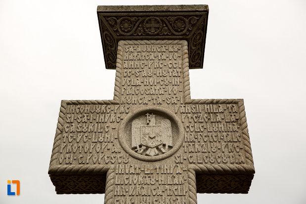 crucea-de-pe-monumetul-inchinat-lui-silvestru-rafiroiu-din-arad-judetul-arad.jpg