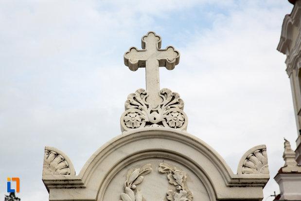 crucea-de-pe-mormantul-profesorului-constantin-diaconoviciu-loga-1895-din-caransebes-judetul-caras-severin.jpg