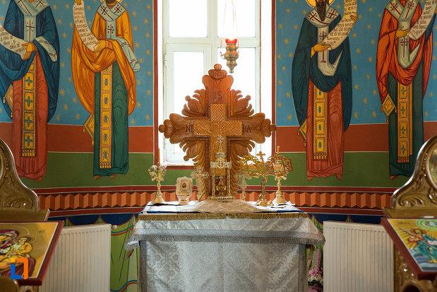 crucea-din-biserica-cuvioasa-paraschiva-din-teis-judetul-olt.jpg