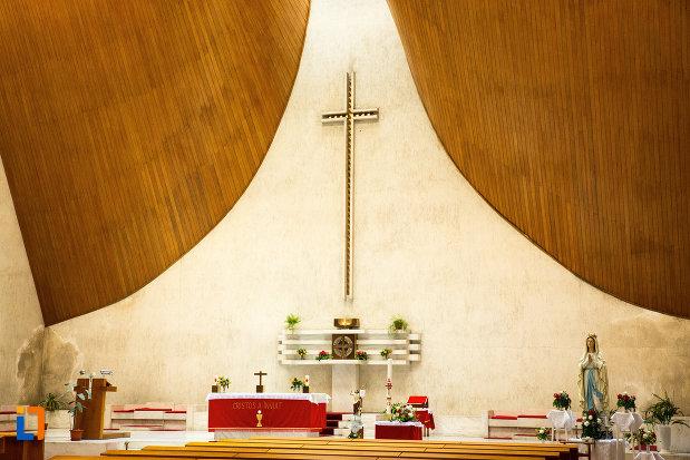 crucea-din-biserica-romano-catolica-neprihanita-zamislire-din-orsova.jpg