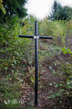 crucea-i-capela-catolica-din-cavnic-judetul-maramures.jpg