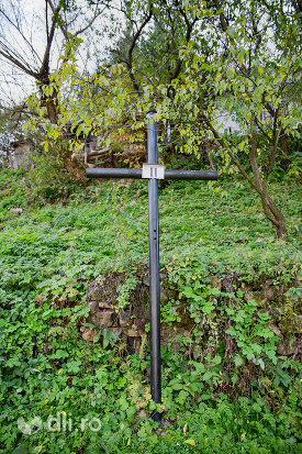 crucea-ii-capela-catolica-din-cavnic-judetul-maramures.jpg