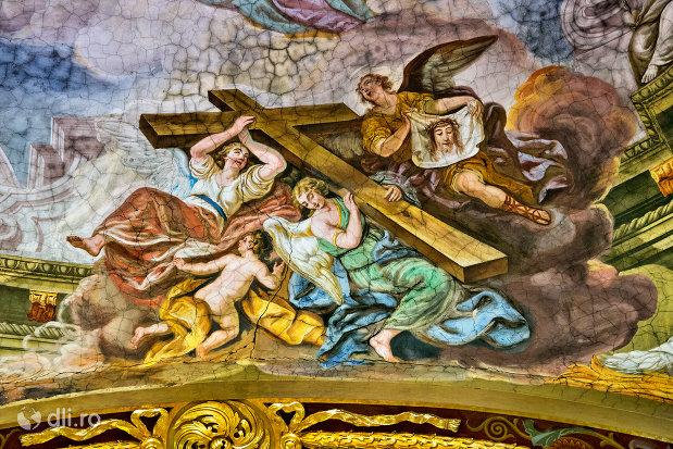 crucea-lui-iisus-bazilica-romano-catolica-din-oradea-judetul-bihor.jpg