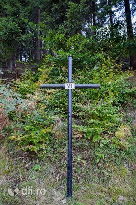 crucea-vi-capela-catolica-din-cavnic-judetul-maramures.jpg