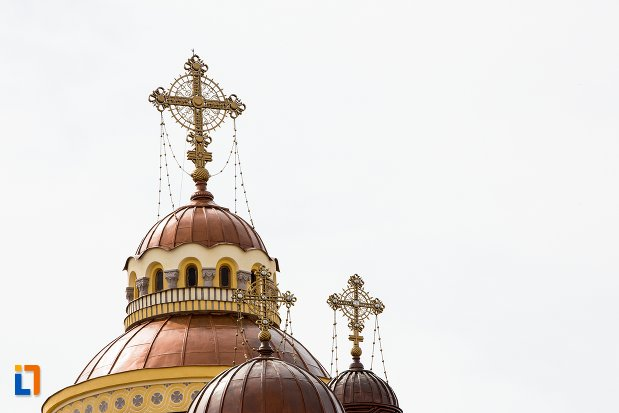 cruci-de-la-catedrala-ortodoxa-sfintii-trei-ierarhi-din-aiud-judetul-alba.jpg