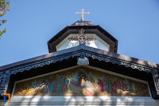 cruci-de-pe-biserica-adormirea-maicii-domnului-de-la-han-1828-din-campina-judetul-prahova.jpg